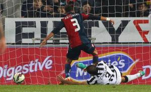 Luca Antonini, gol alla Juve (Photo by Marco Luzzani/Getty Images)