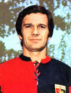Gigi Simoni al Genoa nel 1973-74 (Foto Panini, Wikipedia)