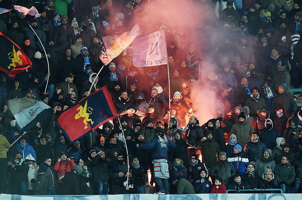 I tifosi genoani assieme ai napoletani sugli spalti del San Paolo (Foto Francesco Pecoraro/Getty Images)