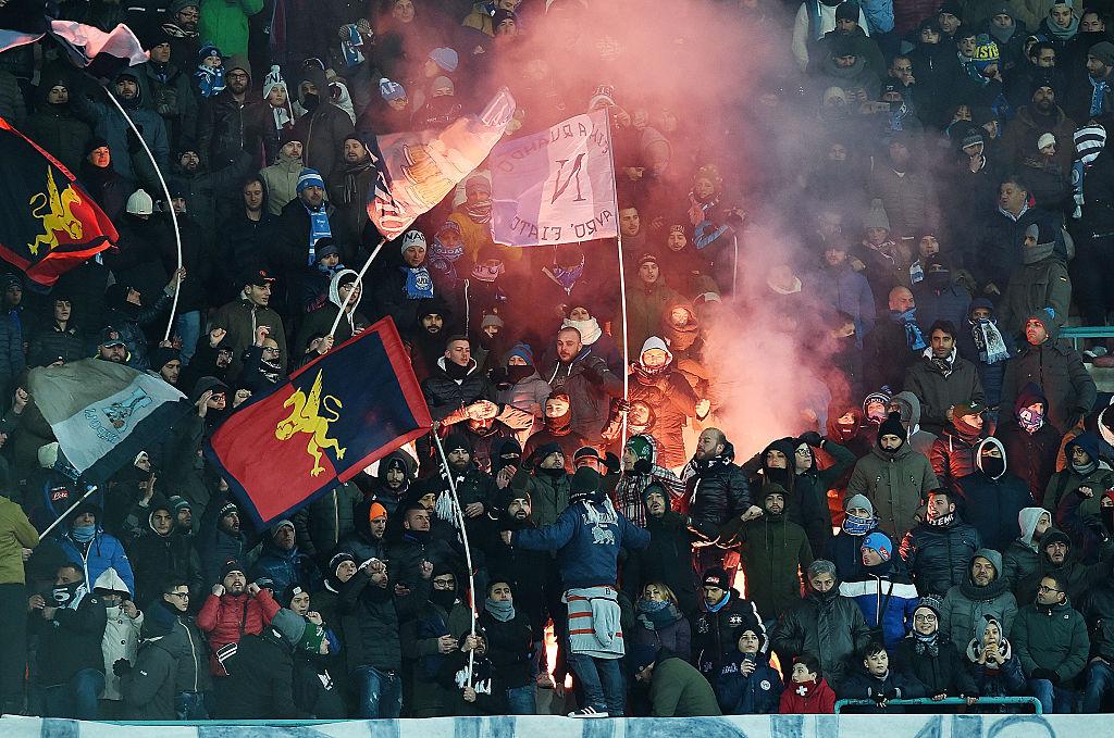 L'arbitro Marco Di Bello espelle Matias Silvestre in Napoli-Sampdoria (Foto Francesco Pecoraro/Getty Images)