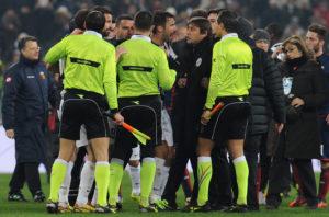Antonio Conte protesta contro l'arbitro Marco Guida al termine di Juventus-Genoa del 26 gennaio 2013 (Foto Valerio Pennicino/Getty Images)