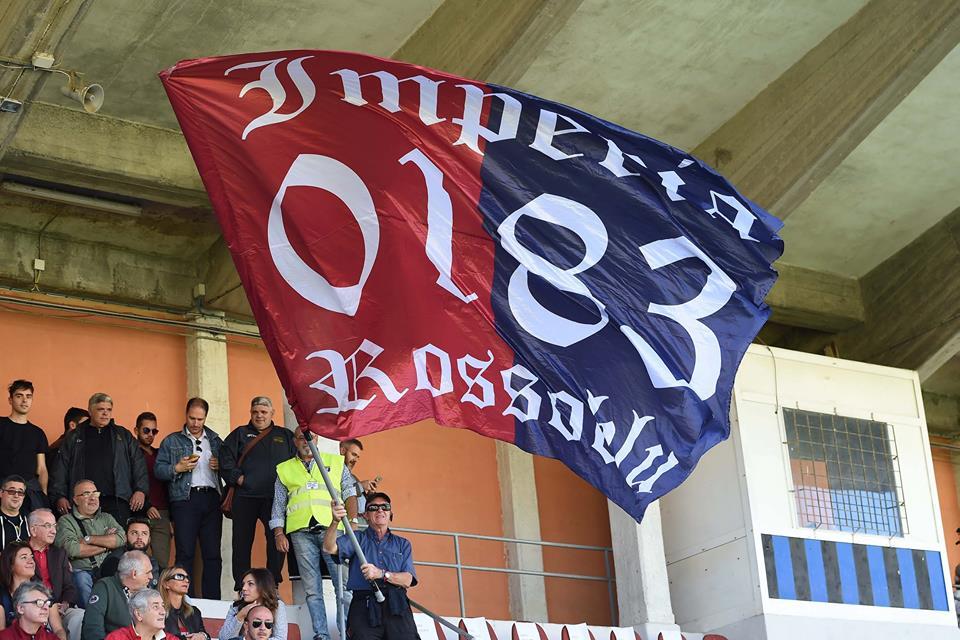 Genoa Club Imperia bandierone (Foto Genoa cfc Tanopress)