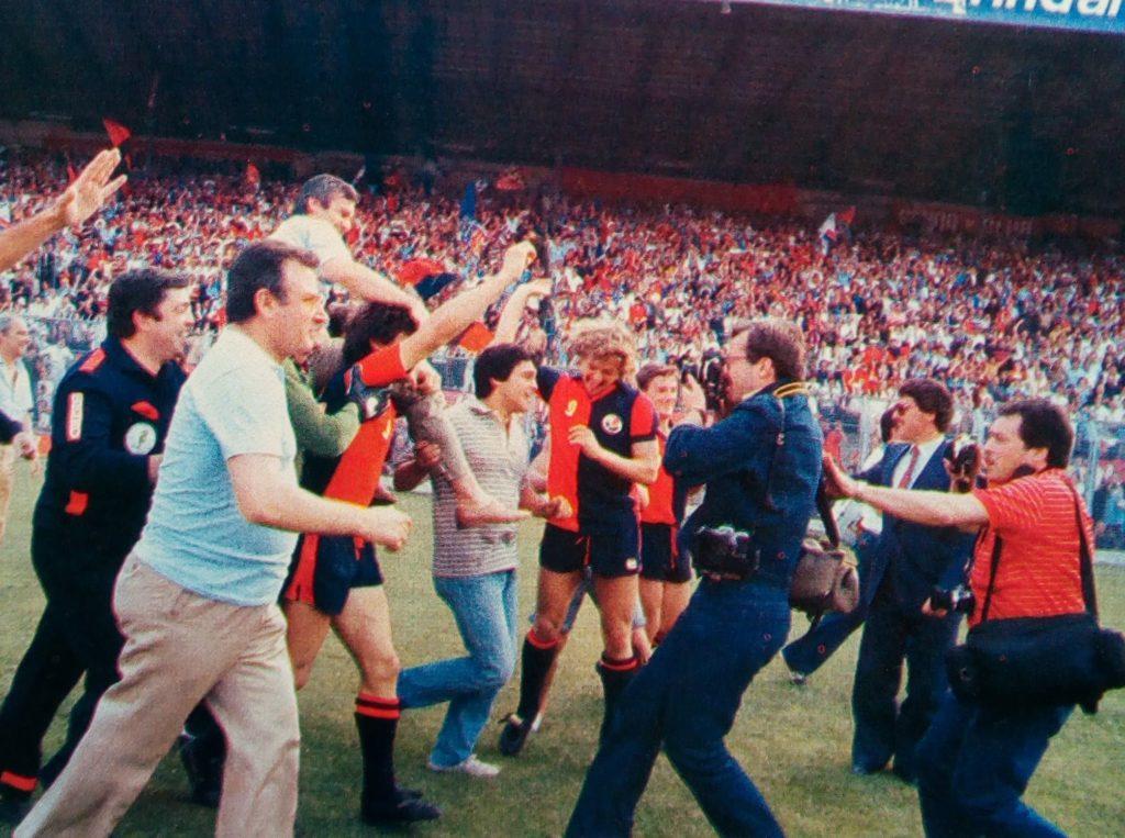 La festa per la promozione in serie A del Genoa nel 1981 (foto Wikipedia)