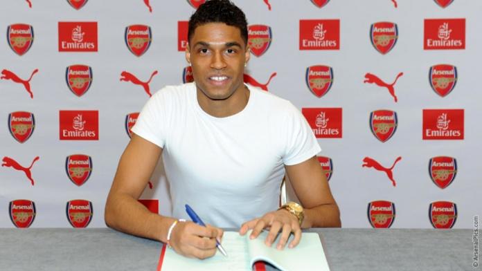 Kris Da Graca firma il suo contratto con l'Arsenal (da arsenal.com)