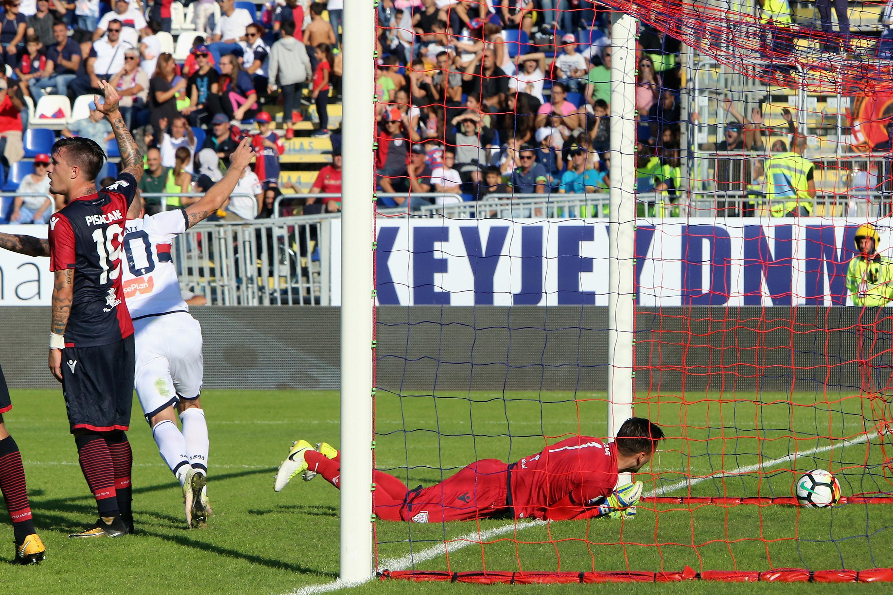 Il gol di Rigoni che porta il Genoa sul 1-3 sul Cagliari (Foto Enrico Locci/Getty Images)