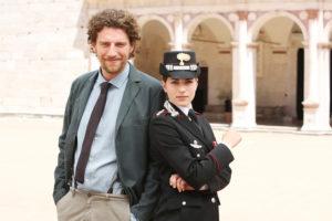Maurizio Lastrico con Maria Chiara Giannetta in Don Matteo (Foto copyright RAI)