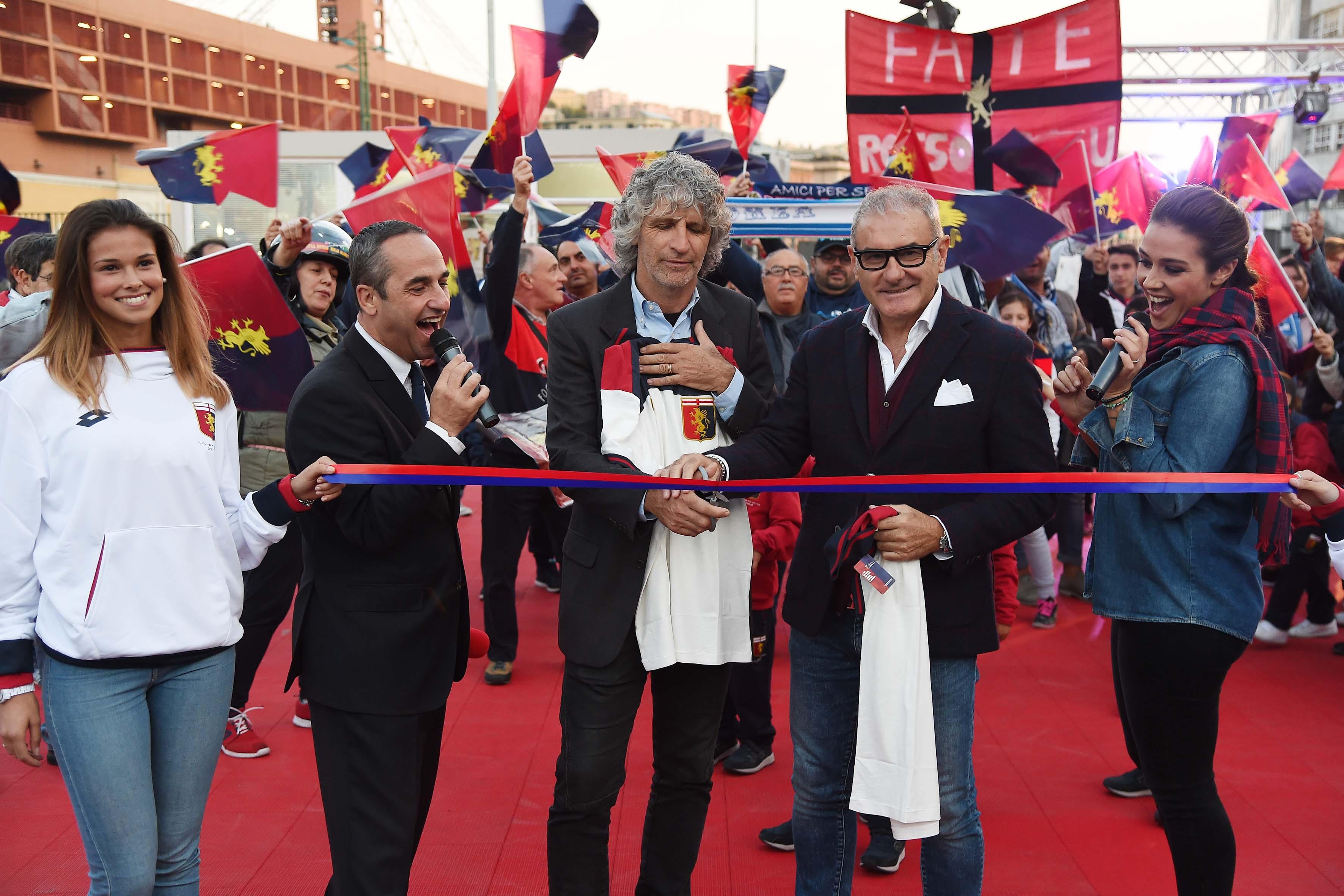 Faccenda (al centro a sinistra) e Briaschi inaugurano Piazza Genoa prima di Genoa-Napoli 2017 (Foto Genoa cfc Tanopress)