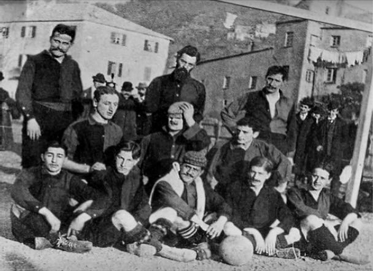 Il Genoa vincitore nel 1904 del campionato italiano