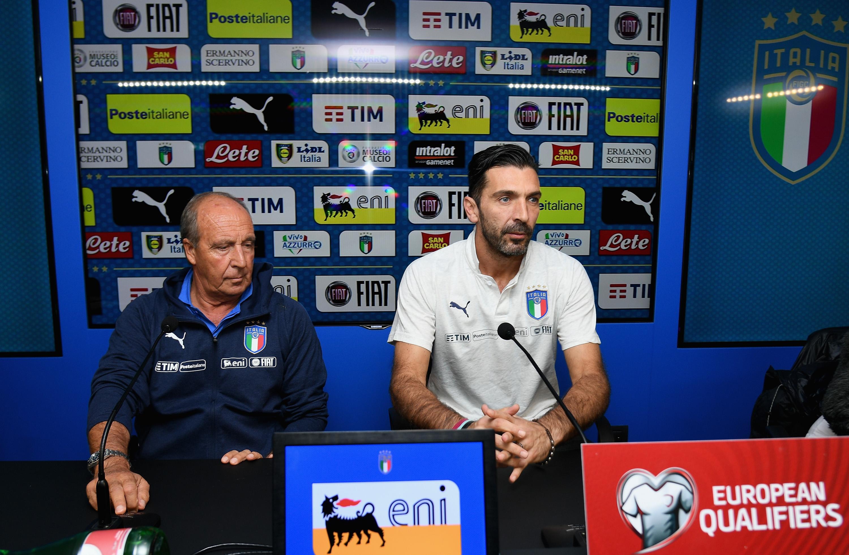 Gian Piero Ventura e Gianluigi Buffon durante la conferenza stampa prima di Italia-Svezia (Foto Claudio Villa/Getty Images)