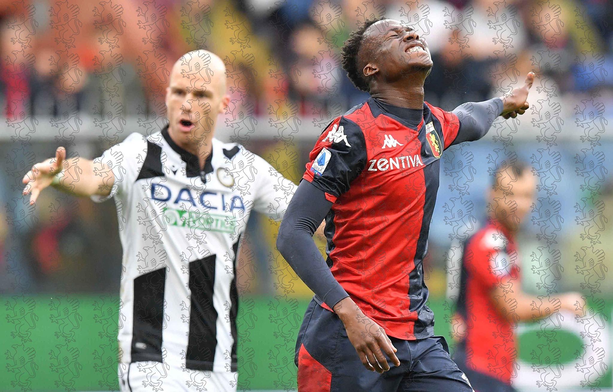 Genoa, brutto infortunio per Kouamé: si teme la rottura del legamento crociato